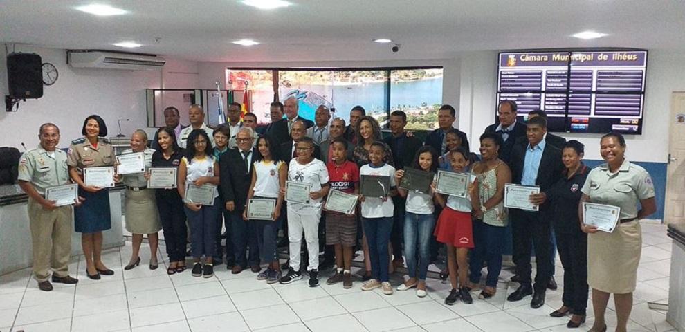 Estudantes do Proerd recebem Moção de Congratulação na Câmara de Ilhéus